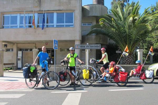 ciclistas4A18F992F-4253-BAB3-2DBB-56B3E27DF386.jpg